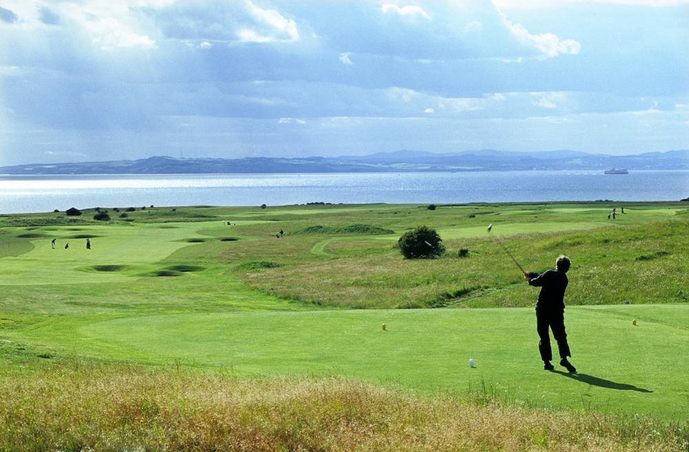 Golfeur sur un départ du parcours de golf de Gullane n°1