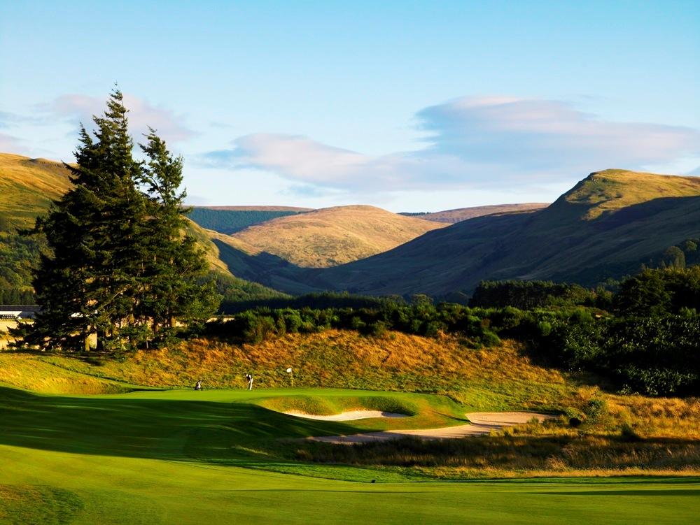 Green et montagnes sur le parcours PGA Centenary de Gleneagles