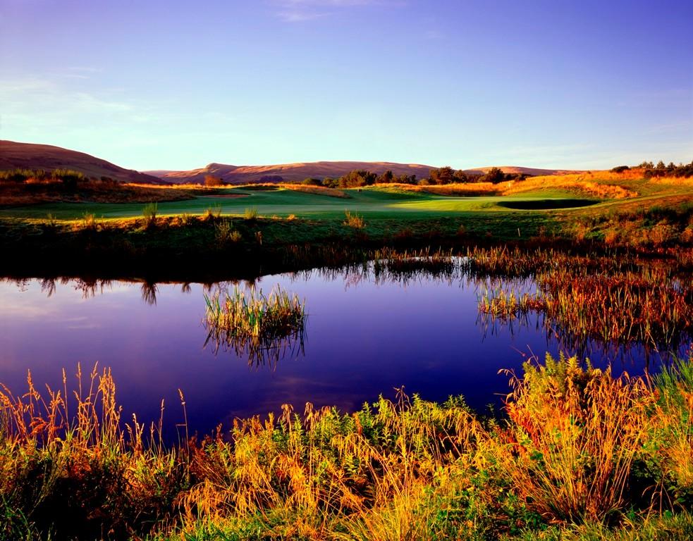 Large green et obstacle d'eau sur le parcours PGA Centenary de Gleneagles