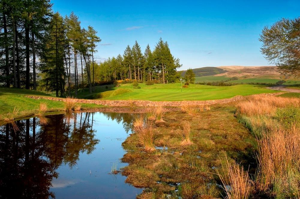 Green et obstacle d'eau sur le parcours PGA Centenary de Gleneagles