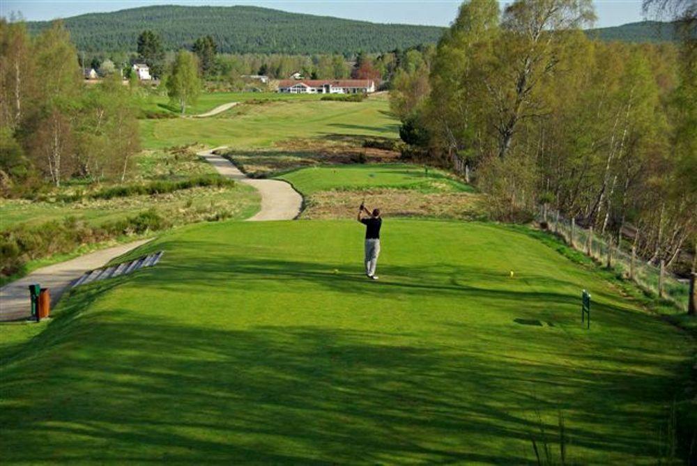Golfeur au départ sur le parcours de Boat of Garten