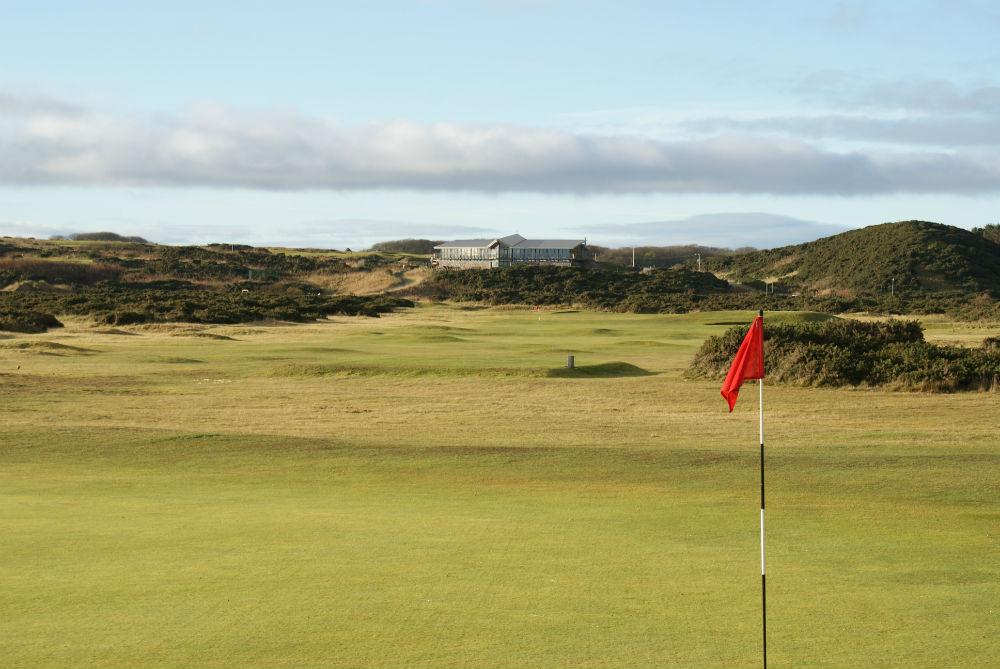 Large green et drapeau  sur le parcours de Newburgh