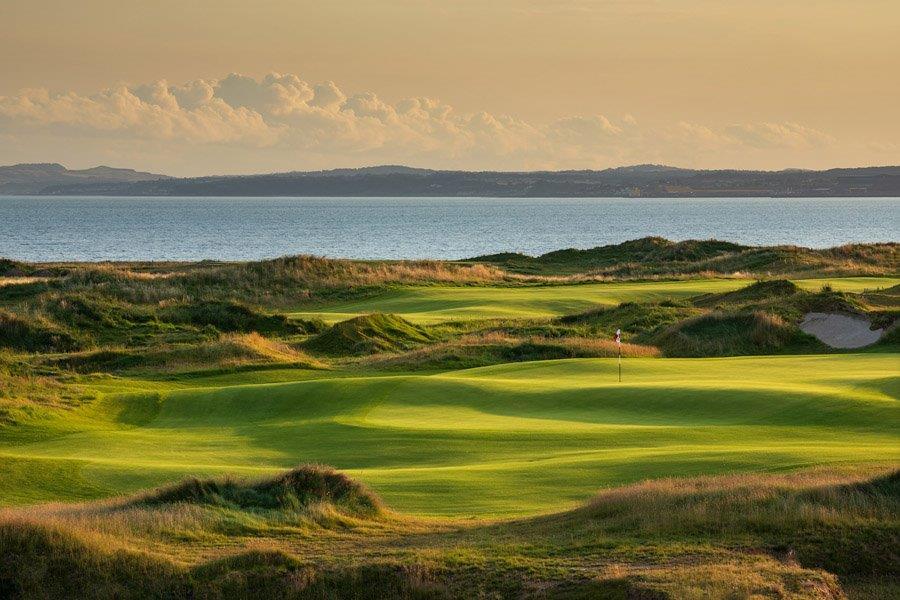 Coucher du soleil sur le parcours de golf de Dumbarnie Links en Ecosse proche de St Andrews