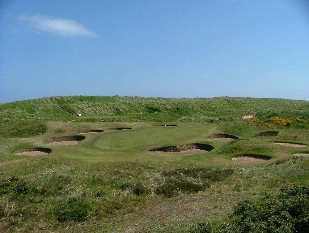 Large green et bunkers sur le parcours du Royal Aberdeen.