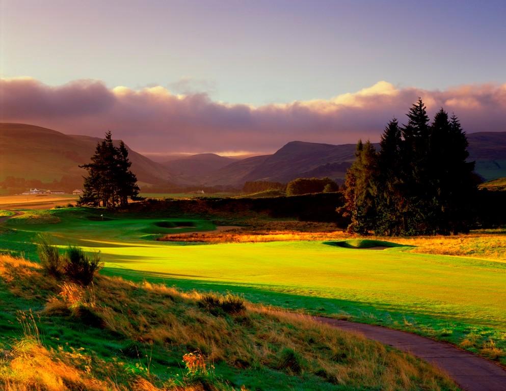 Fairway et montagne sur le parcours PGA Centenary de Gleneagles