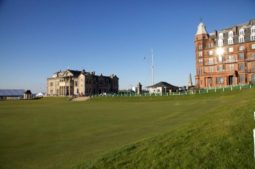 Clubhouse du Royal et Ancient sur le golf Old Course à St Andrews en Ecosse