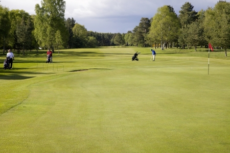 Des joueurs sur le golf de Ladybank.