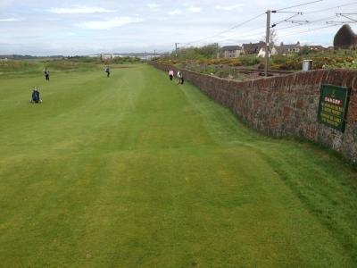 Golfeurs sur le fairway sur le parcours de Prestwick