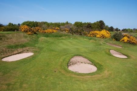 Green et bunkers sur le parcours de Nairn Dunbar