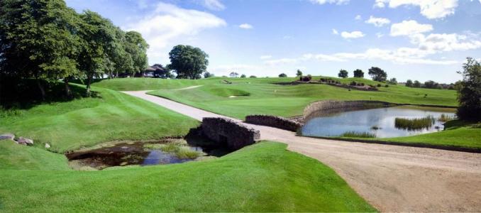 Pont, green et obstacle d'eau sur le parcours Hawkshill au club de Newmachar