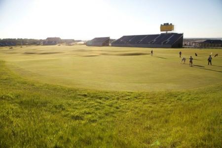 Golfeurs sur le golf Old Course à St Andrews en Ecosse