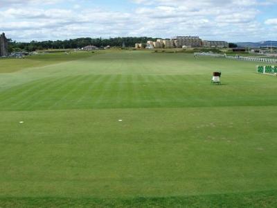 Départ du 1 du golf Old Course à St Andrews en Ecosse
