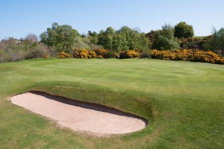 Green et bunker sur le parcours de Nairn Dunbar