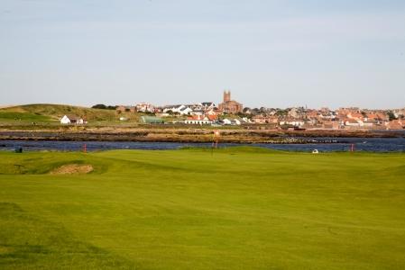 Large green et vue sur le ville sur le parcours de Dunbar