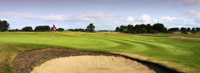 Un bunker proche d'un green du golf de Kilmarnock.