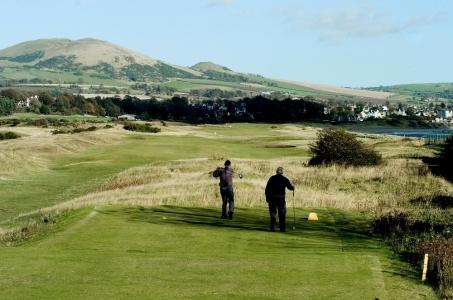 Golfeurs au départ sur le parcours de Leven