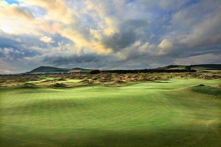 Ondulation d'un green sur le parcours de golf de Dumbarnie Links en Ecosse proche de St Andrews