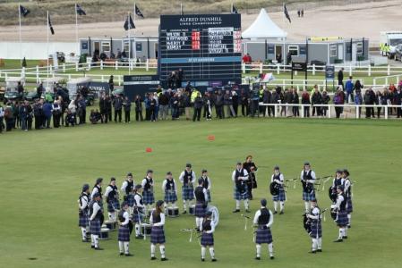 Musiciens de cornemuse lors de la compétition Alfred Dunhill Links en Ecosse à St Andrews
