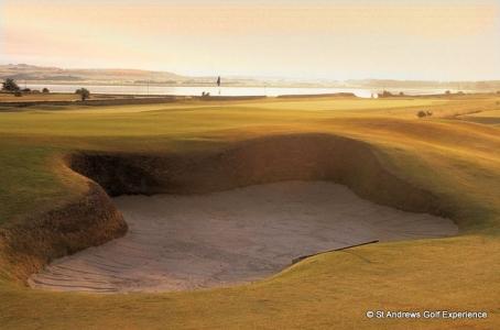 Large bunker et coucher de soleil  sur le parcours de Craigielaw