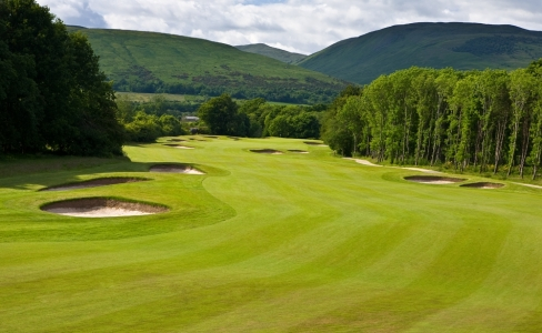 Large fairway sur le parcours The Carrick de Loch Lomond