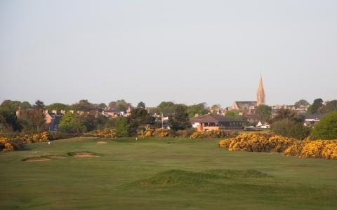 Vue sur la ville sur le parcours de Nairn Dunbar
