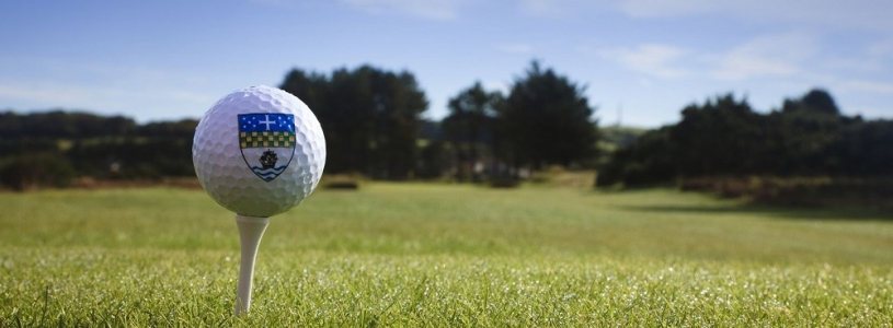 Une ballelogoté du golf de Kilmarnock.