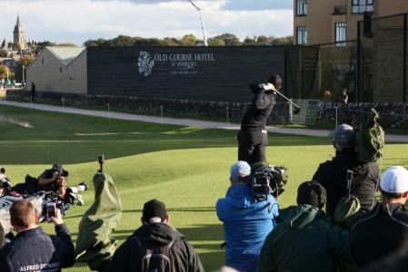Rory McIlroy au départ du 17 du Old Course lors de la compétition Alfred Dunhill Links en Ecosse