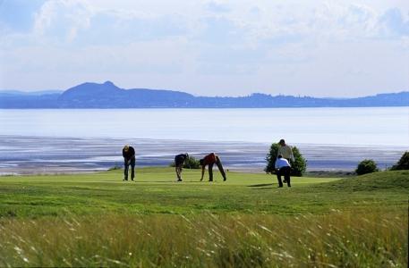 Golfeurs sur le green sur le parcours de Gullane n°1