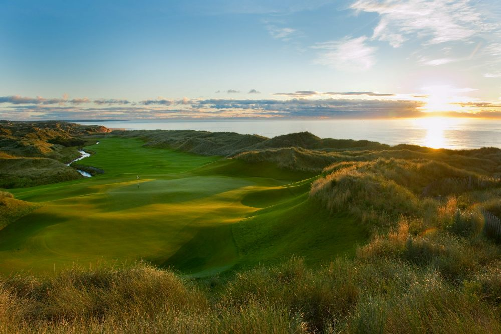 Grenn au milieu des dunes sur le parcours du Trump International Golf links