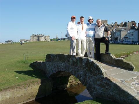 Partie de 4 golfeurs sur le old course lors d'un séjour en Ecosse