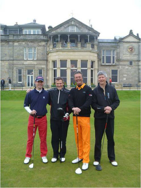 Partie de golfeurs au départ du Old Course à St Andrews