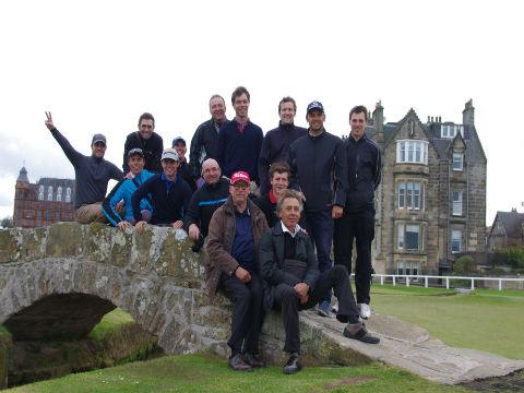 Creps de vichy sur le pont du Old Course lors d'un séjour de golf en Ecosse