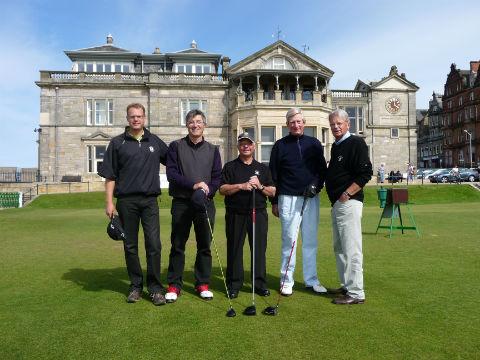 Partie de golfeurs au départ du 1 du Old course